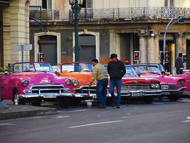 """Por la izquierda:"" Cuba's black market is all-pervasive, vital"